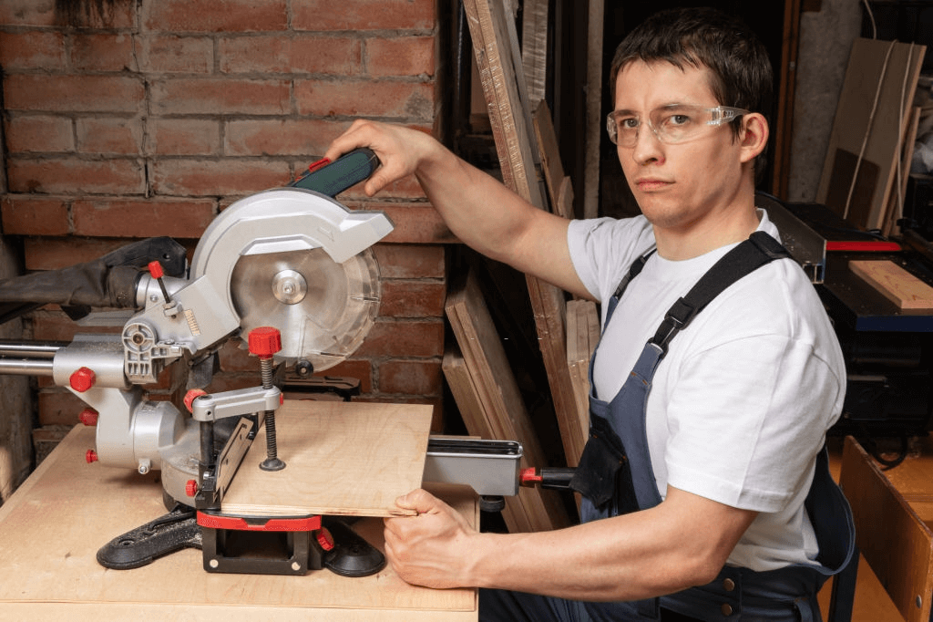 Safety Checks before using the miter saw